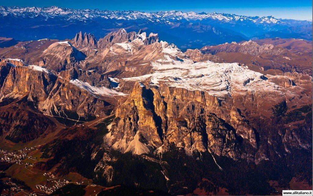 Полет на вертолете в итальянских Альпах