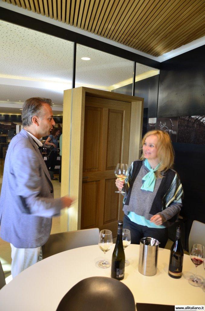 Пьем по глоточку за здоровьепроизводителей вина. Синьор Ригги, производитель вина.