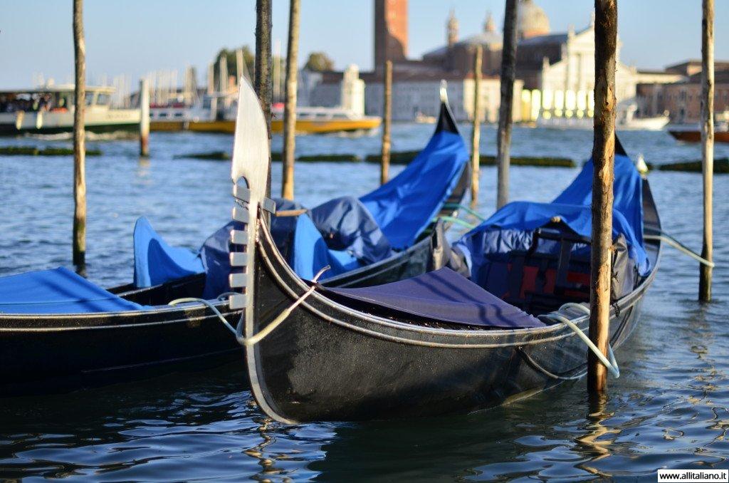 italia-venezia-gondola-canale-grande1
