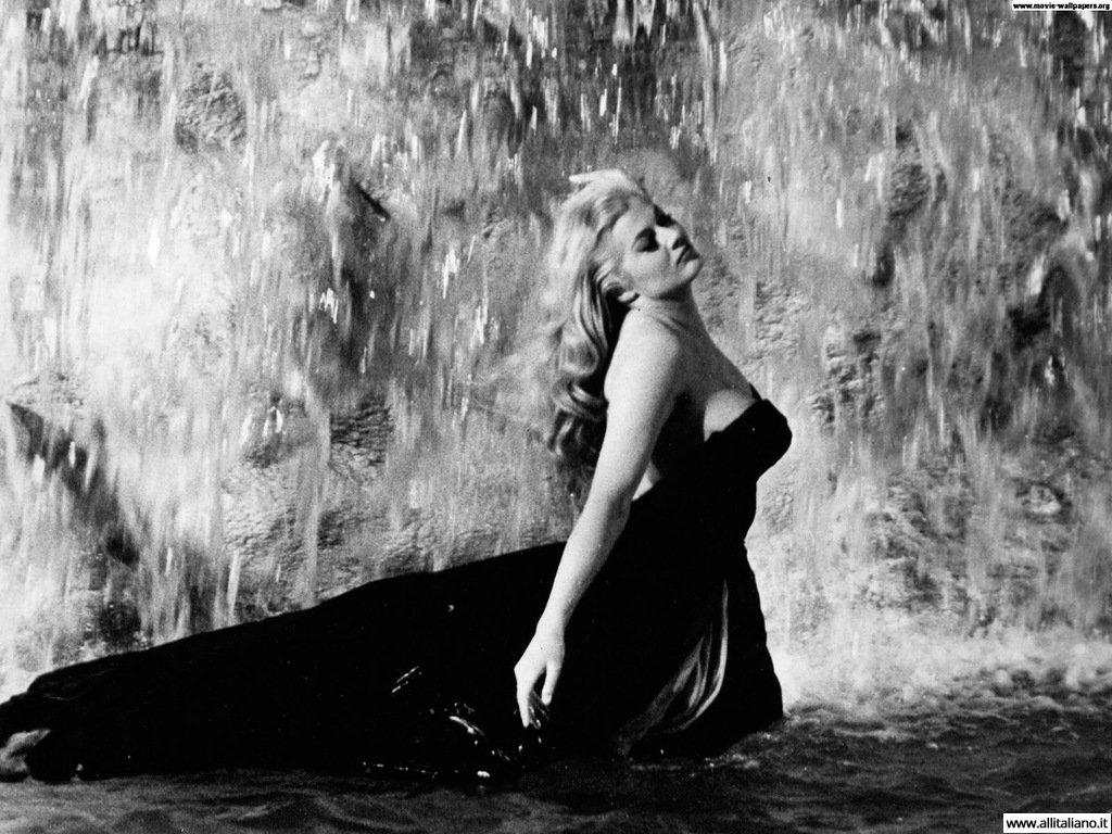 Во время съемок в фонтане Треви