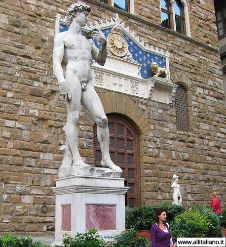Копия Давида, сделанная самим Микеланджело, на пьяцце Синьории,Флоренция