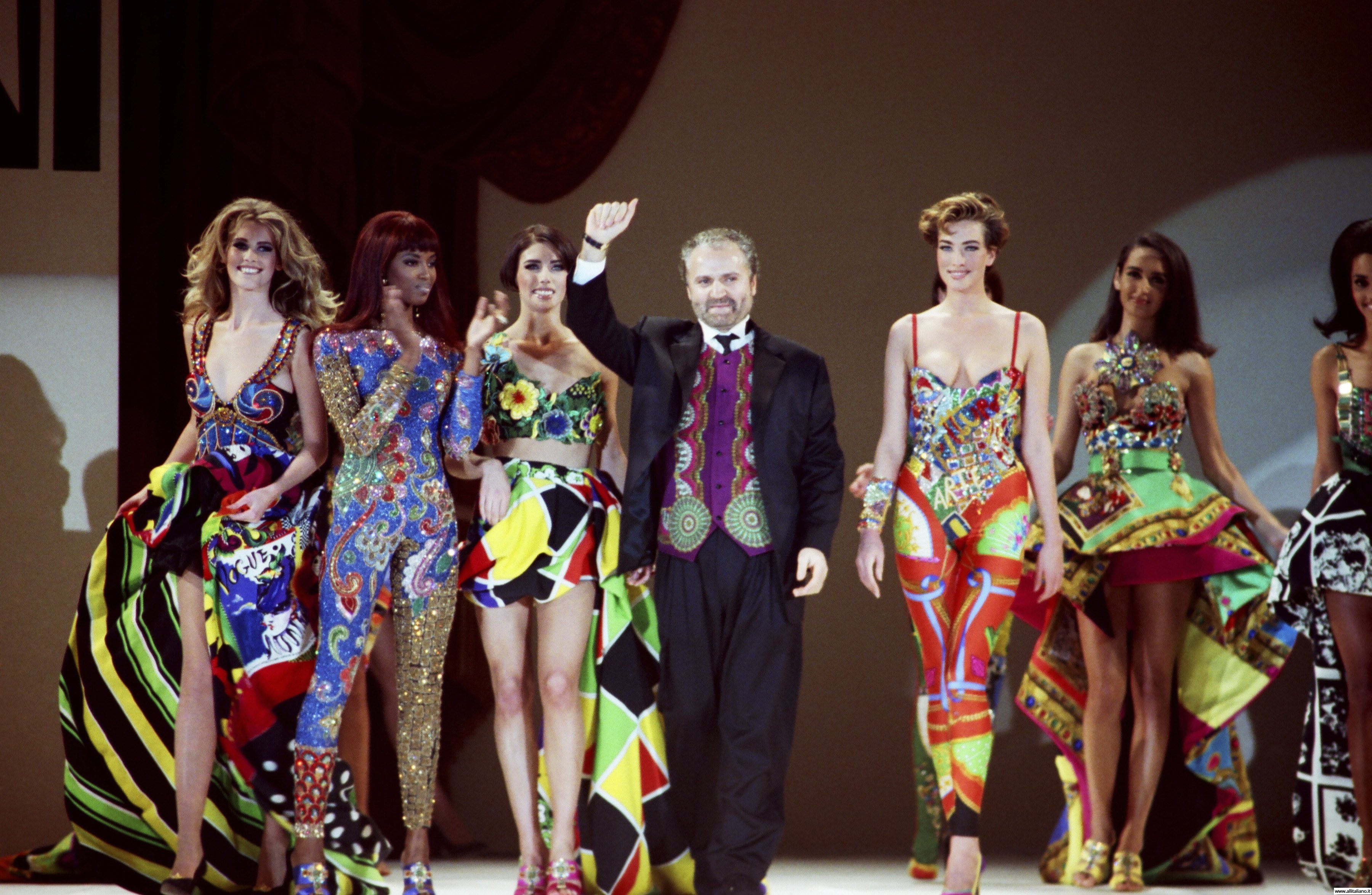 a brief history of versace who designed for the italian fashion labels de parisi genny callaghan and Fashion designer gianni versace was born in 1946 in reggio calabria versace designed for the italian fashion labels de parisi, genny callaghan, alma, and.