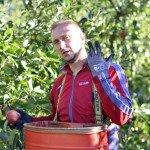 Саша,приехал помогать в сборе яблок из Македонии.