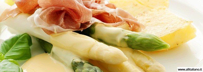 Спаржа с ветчиной и «Боценским соусом» — рецепт от итальянских горцев