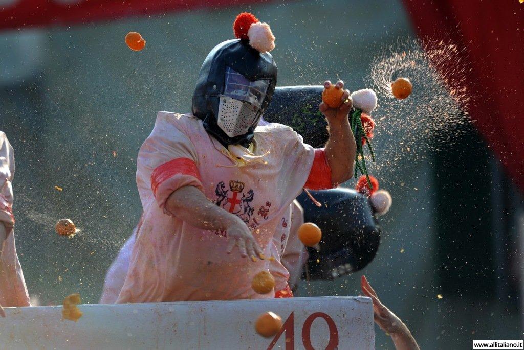 istoricheskij-karnaval-konobella-maski-italia-ivrea (1)