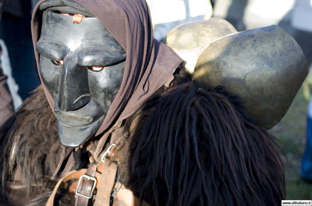 karnaval-konobella-maski-italia-mamojada-sizilia