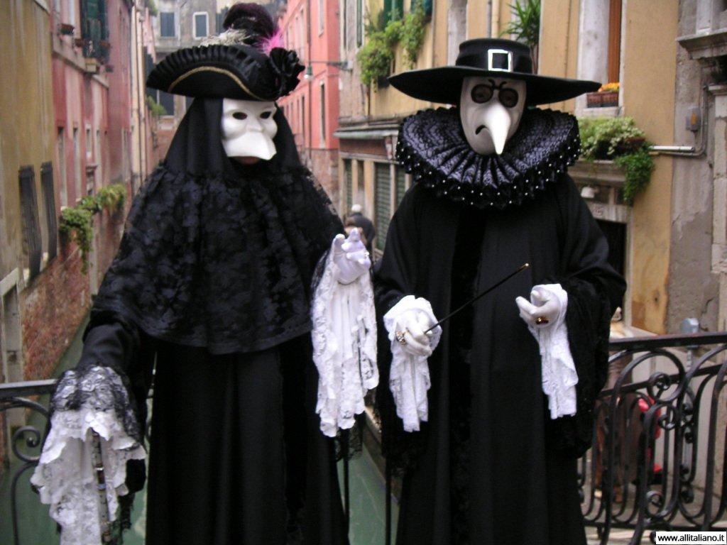 Классические венецианские костюмы