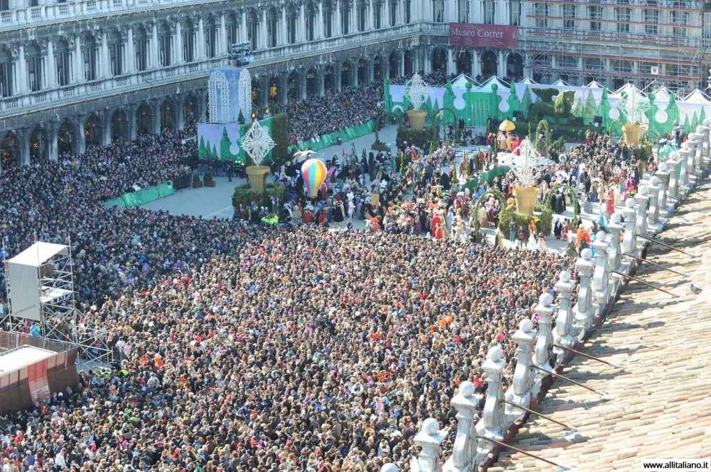 venezia-karnaval-konobella-kampanila-maski (5)
