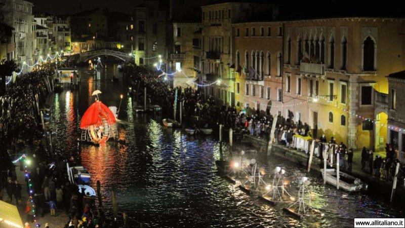 venezia-karnaval-konobella-kampanila-maski (6)