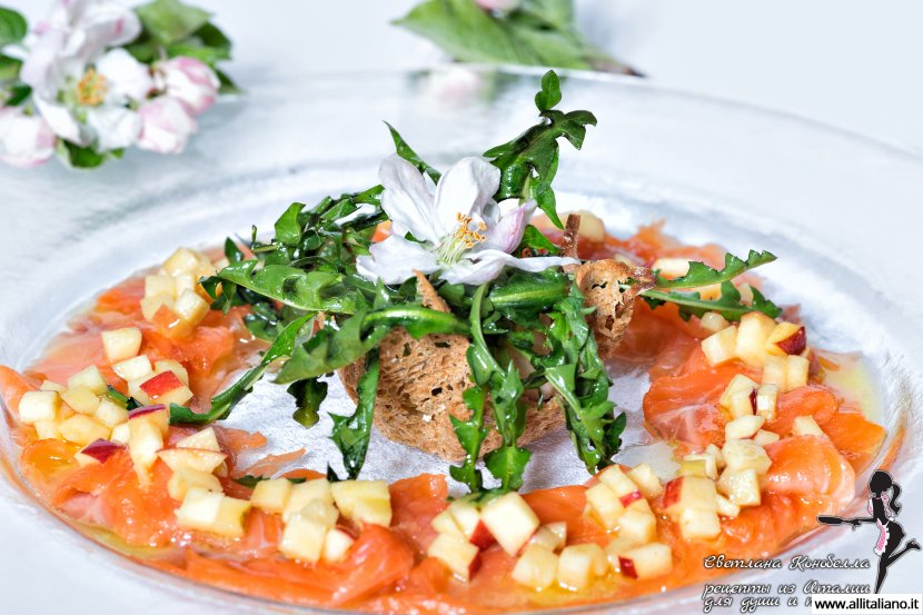 Карпаччо из лосося с листьями одуванчиков от шеф-повара