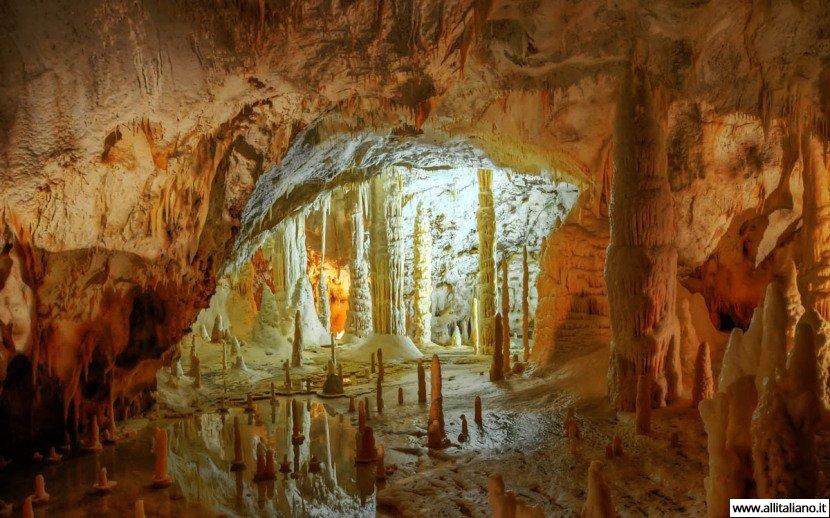 Пещеры Фрасасси: соавторы итальянская Природа и Время