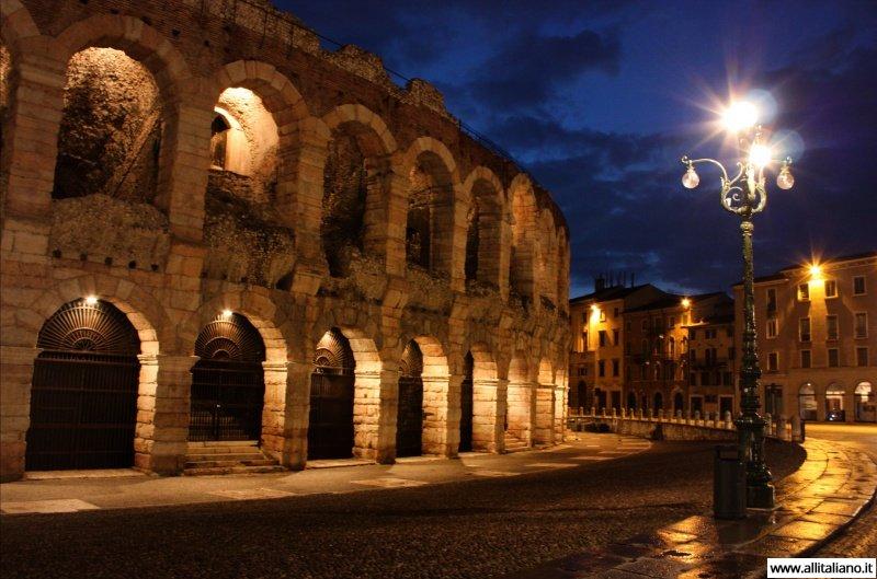 Амфитеатру Арена ди Верона почти две тысячи лет