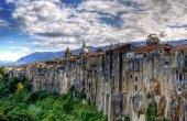 Сант-Агата де Готи - город, растущий на обрыве