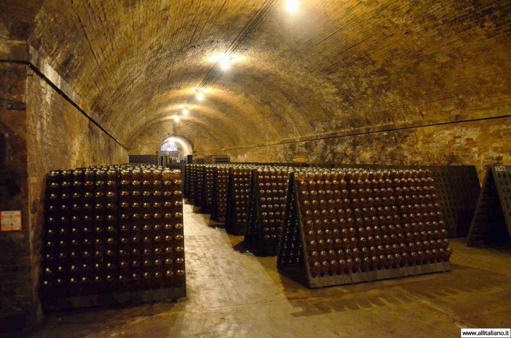 contratto-millesimato-svetlana-konobella-sommelier-asti-piedmont-sparkling-wine-millesimato-igristoe-schaum-wein-(25)